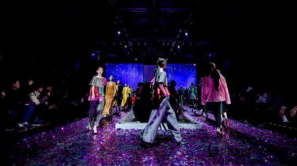 大火的Beautyberry秀又联手哥本哈根皮草推出斯瓦卡拉轻定制系列