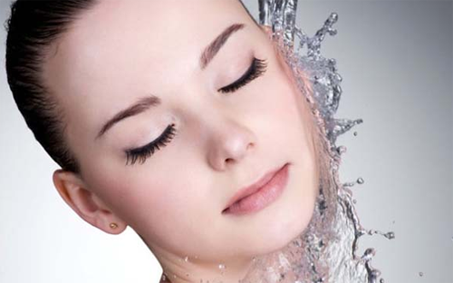 秋季护肤常识 勤补水调节水脂均衡