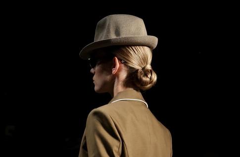 秀场发型图片 时装周发型搭配绅士帽